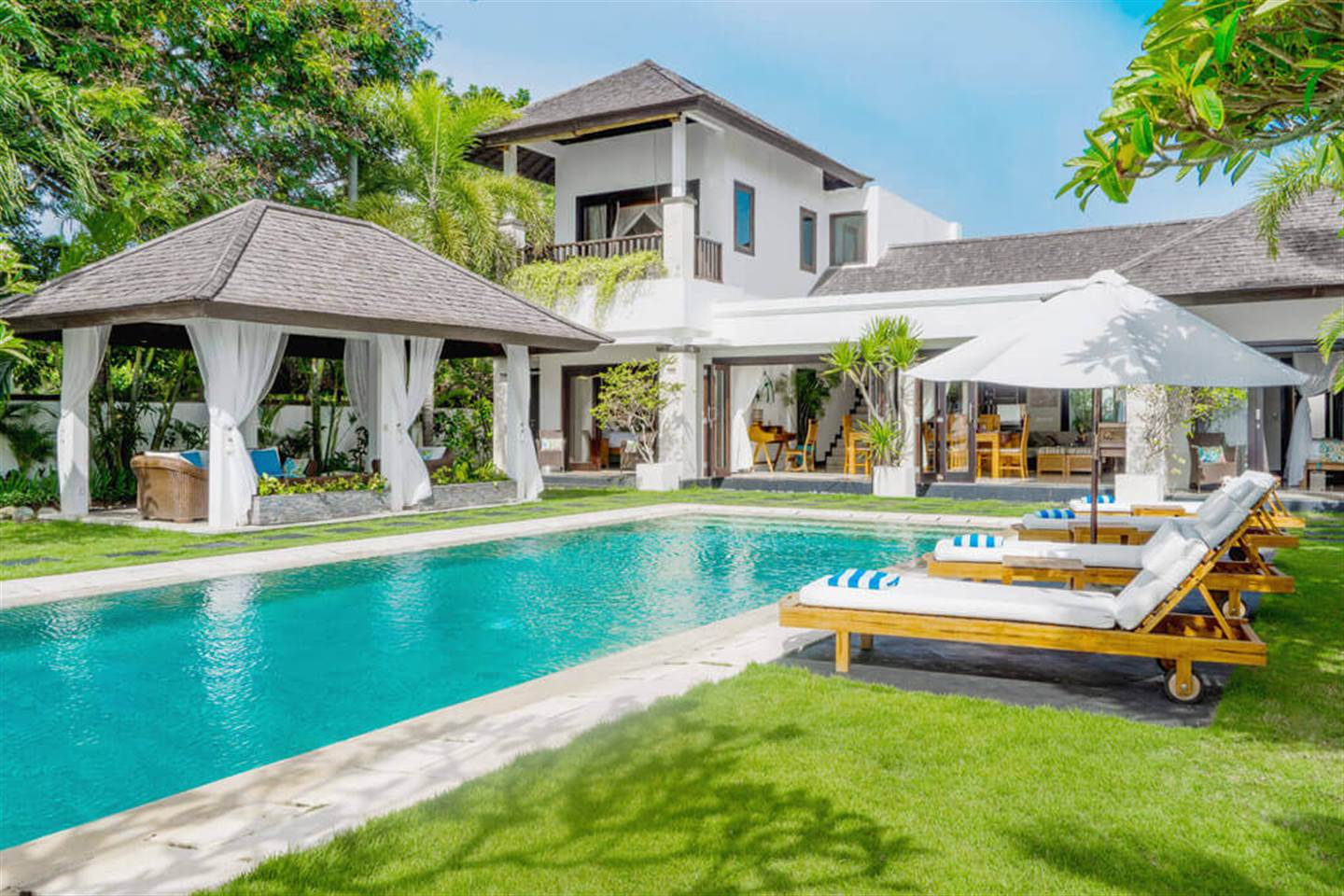 Dazzling Three Bedroom Villa Sunset