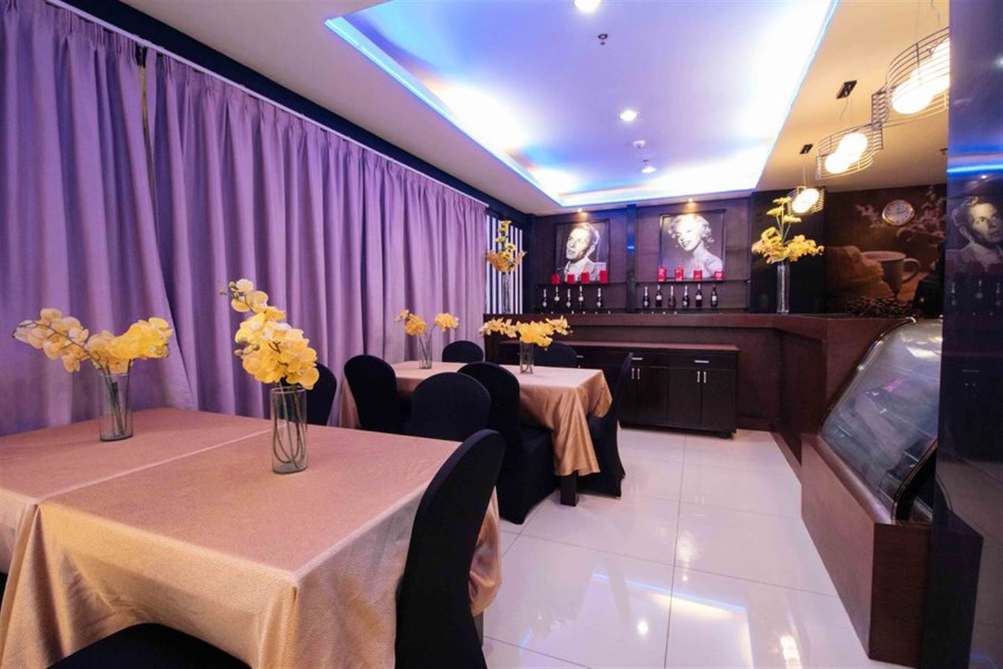 Majestic Queen Room 3 with Access of Jacuzzi and Pool Near Trinoma