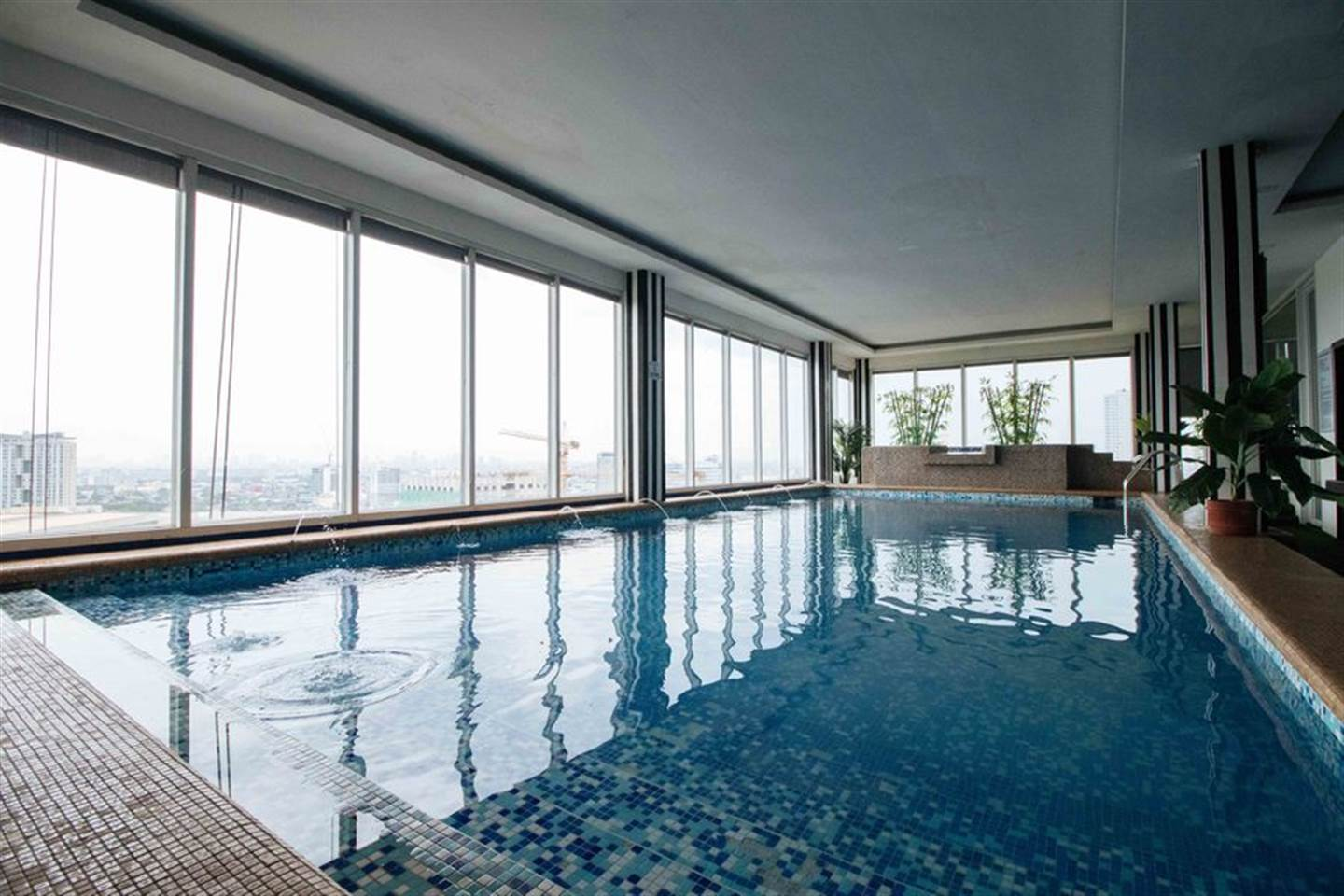 Majestic King Room 4 with Access of Jacuzzi and Pool Near Trinoma