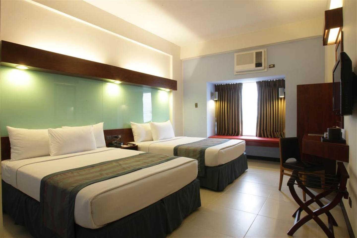 2 Queen Beds Room - Mall of Asia