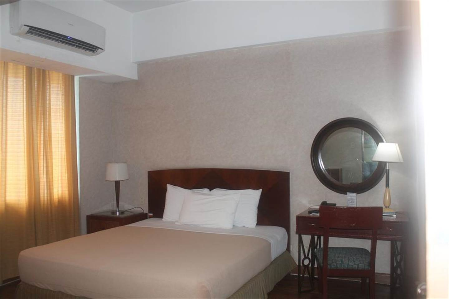 Lovable Junior Suite Room with Breakfast 1