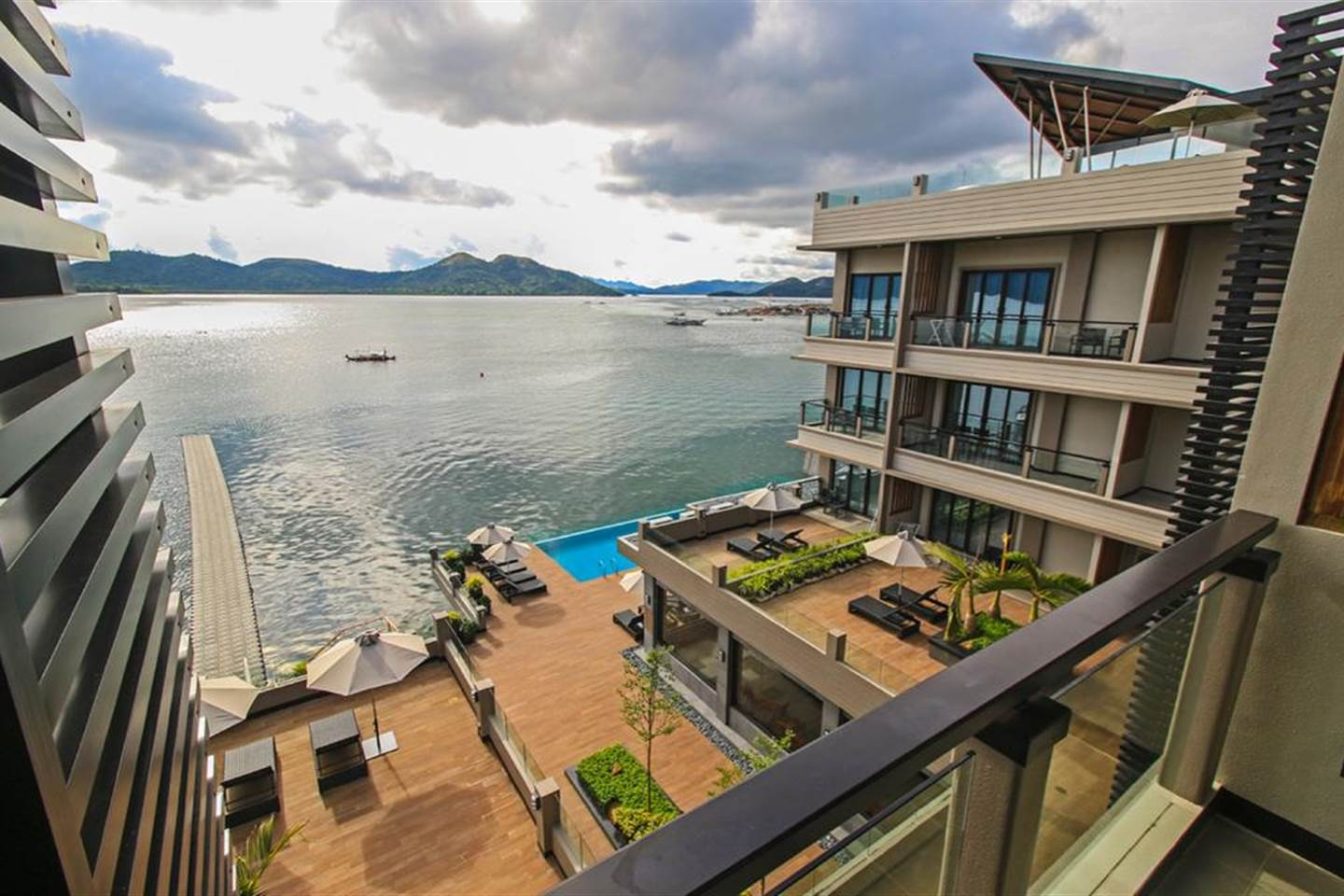 Capable Superior  with Deck Access (Coron Bayside Hotel)