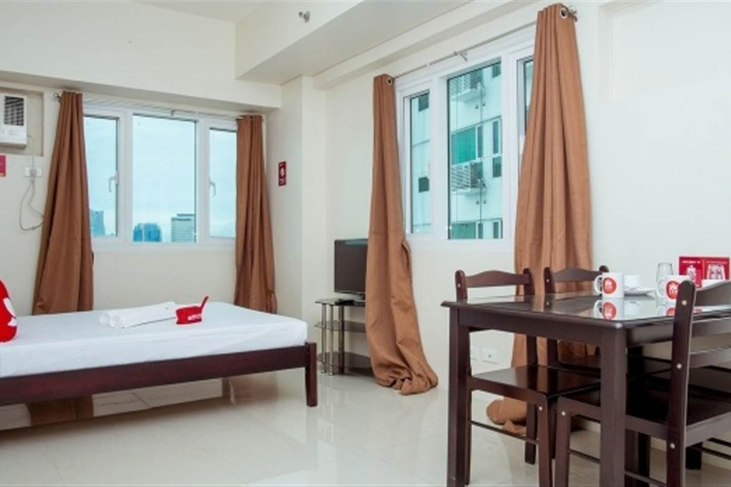 Spacious Studio with Queen Bed in Beacon Tower Makati